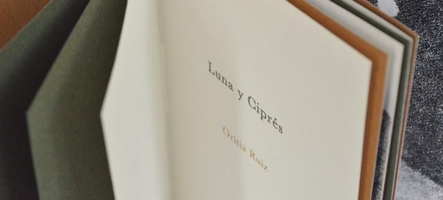 Luna y Ciprés